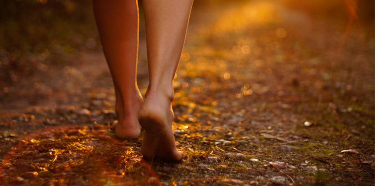 girl barefoot