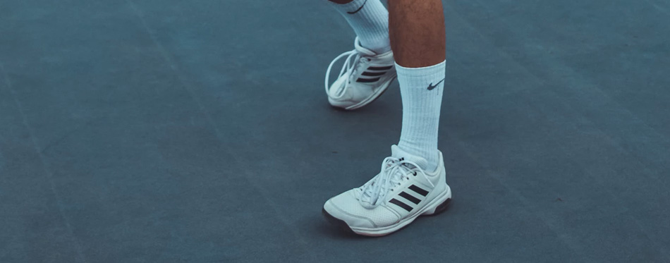 white tennis shoes