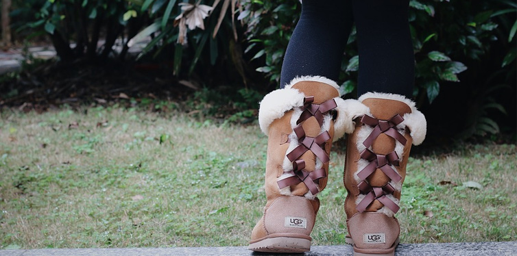 girl wearing uggs boots