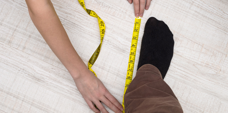 measuring foot at home