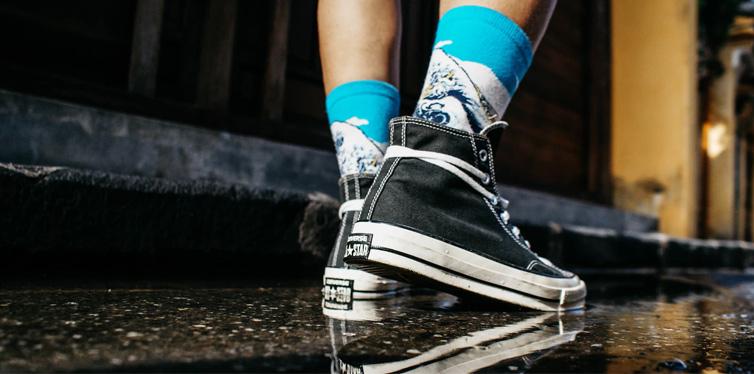 boy dragging his feet