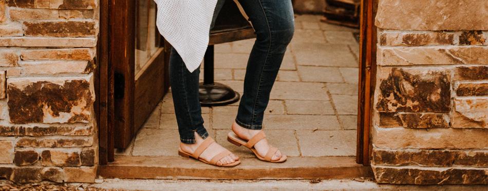 flat sandals for pregnancy