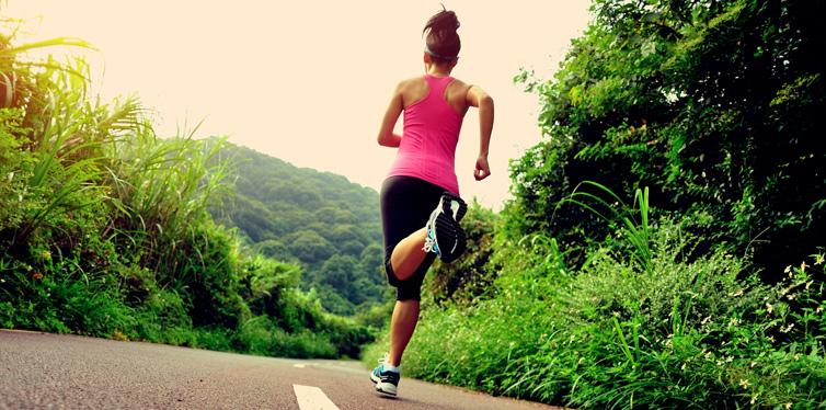 woman running ultramarathon