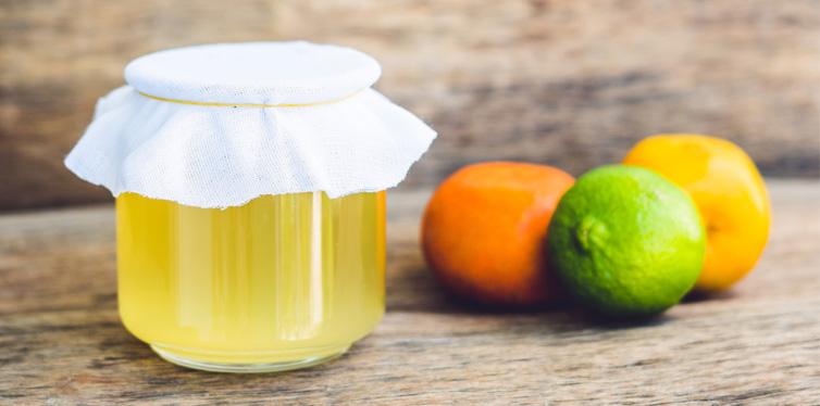 kombucha tea with lemon