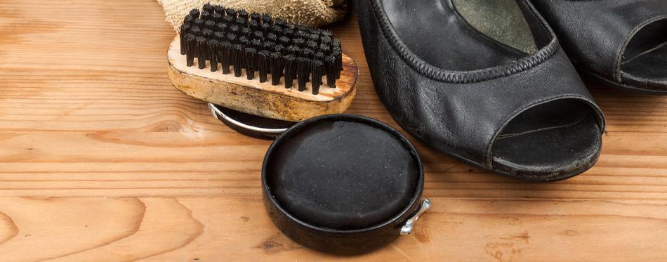 women's shoes polishing