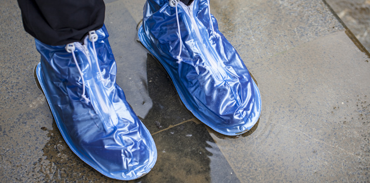5 Reasons Why You Should Be Wearing Shoe Covers