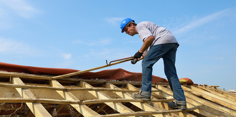 What You Need To Know Before Becoming A Roofer