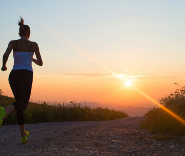 10 ways to stay visible at night while running